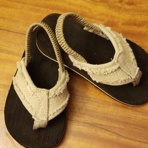 Tan Cloth and Rubber Toddler flip flops 7-8